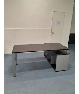 Escritorio Arco de 1.73 m con mueble de apoyo, wengue aluminio (los precios no incluyen IVA)